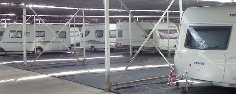 caravan overdekt stallen